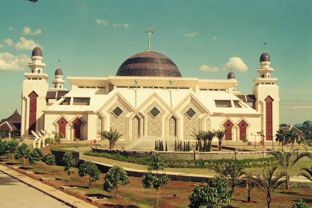 MEWUJUDKAN ISLAM SEBAGAI RAHMATAN LIL 'ALAMIN DALAM KEHIDUPAN